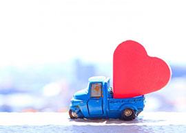 青い車とハート